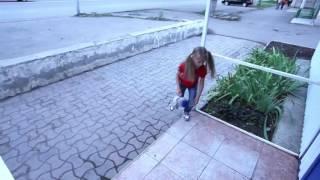 самое трогательное видео до слез! Бедная девочка.