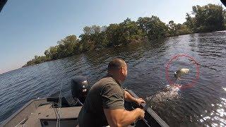 видео Отвесная ловля щуки с лодки