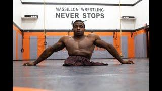 Il n'a pas de jambes, mais rien ne l'a empêché de devenir lutteur professionnel.