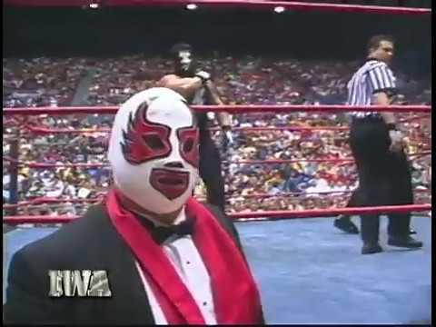 IWA: Thunder & Lighting vs. Victor The Bodyguard & Chet Jablonski (2004)
