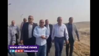 محافظ المنيا يتفقد أعمال ترميم الطريق الصحراوي الشرقي.. فيديو وصور