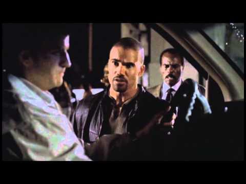 Mentes Criminales: Derek le dice un piropo a una indigente