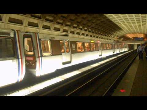 DC Metro (WMATA): New Carrollton bound Orange line train at Farragut West