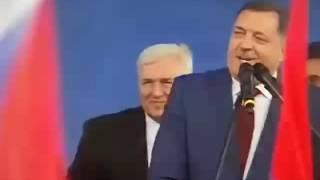 Dodik pesmom poručio s mitinga: Ne može nam niko ništa