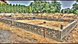Wyzwanie budowy domu w 50 dni, dzień  7. Koniec murowania ścian fundamentowych. Zalewanie trzpieni.