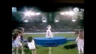 """Martina Stoessel cantando """"En Mi Mundo"""" en Italiano"""
