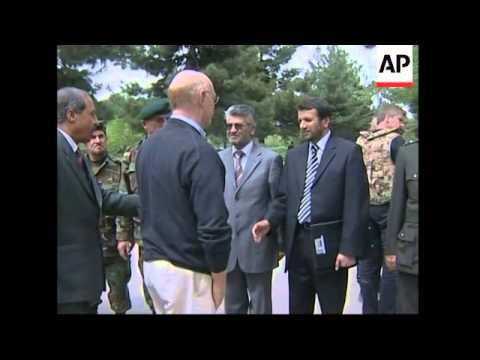 German defence minister meets Karzai, comments on military plans