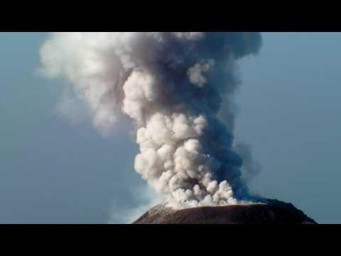 Erupcion del volcan Santiaguito - Eruption of the Santiaguito volcano