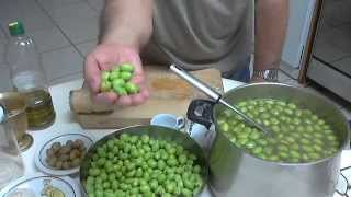 Preserve green olives - Ελιές τσακιστές, by Chef Andros.