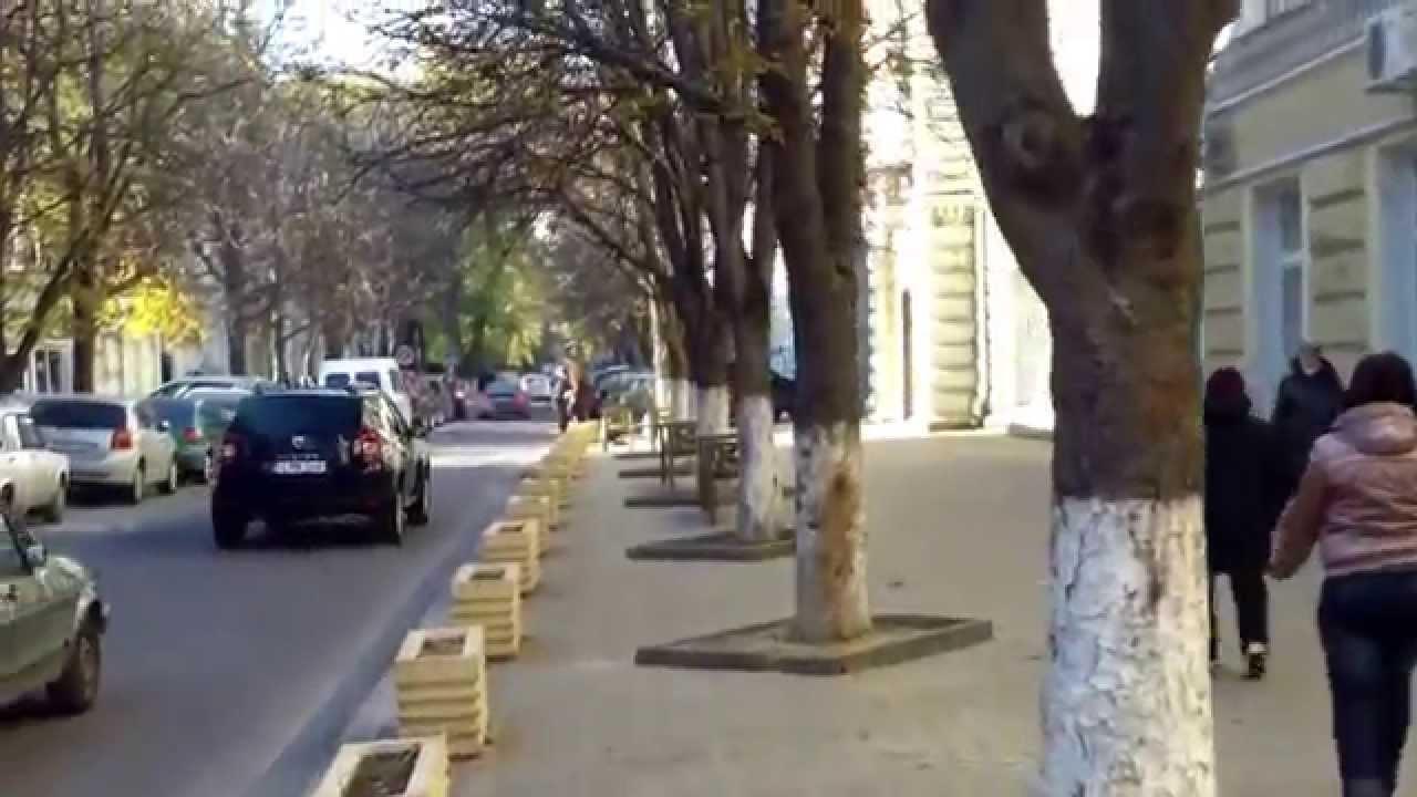 Parchează cum vor în preajma Primăriei Chișinău