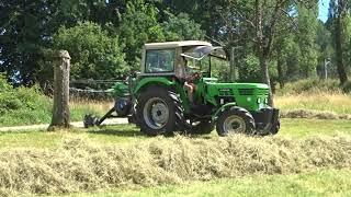 Landwirtschaft im Odenwald, Deutz D 5206 mit Swatmaster 7132 Vario bei der Heuernte 2018