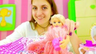 Смотреть ютуб канал игры для девочек БАРБИ. Играем в доктора. Игроклиника для игрушек!