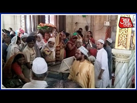 Women Re-Enter Mumbai