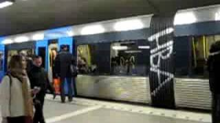 Поезд нa ти центролен в Стокгольме(, 2008-09-04T20:30:53.000Z)