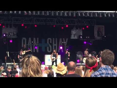 Dan and Shay - Party Girl - LIVE NYS Fair