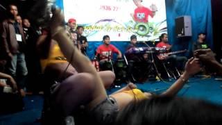 Download Video HOT!!!  Novi ananda feat rita ratu tawon _ aku meriang MP3 3GP MP4