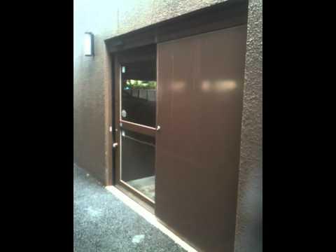 マンション駐輪場 後付け自動ドア工事 閉まるとき Youtube