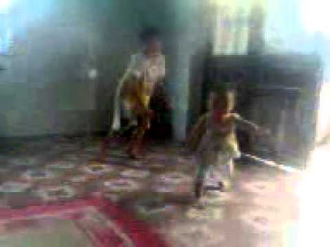 siêu nhân 2 tuổi đánh gục 1 học sinh lớp 5
