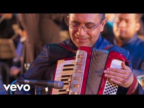 Los Ángeles Azules - Amigos Nada Más (De Plaza En Plaza) ft. Pepe Aguilar