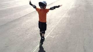 Как научить ребёнка кататься на роликовых коньках. Леонид До и После. Прогресс за 1 год!  7 лет