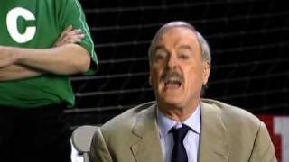 John Cleese erklärt den Amerikanern Fußball