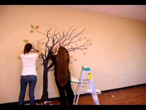 Dal adhesivos de pared rbol alto con hojas que vuelan for Adornos colgar pared