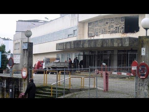 Desmontada la vidriera del Hospital Xeral en las labores previas a la demolición