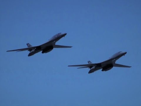 LIMA 17 Two B-1B Lancers in flypast
