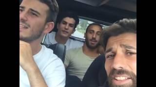 Beşiktaşlı futbolcular şarkı söyledi