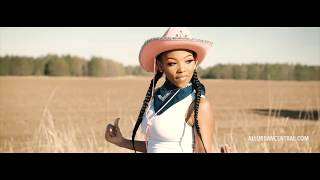 Old Town Road Remix [Female Cover] 16 Yr Old Jatavia Akiaa (Official Music Video)