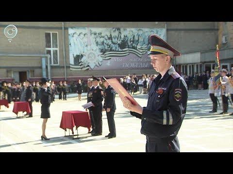 В Новосибирске молодые сотрудники полиции торжественно приняли присягу