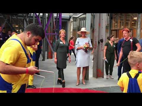 Koningin Máxima op de Noordkade en opent de Blauwe Kei