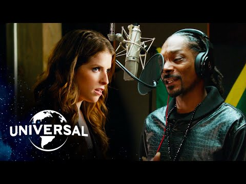 "Pitch Perfect 2 | Snoop Dogg x Anna Kendrick — ""Winter Wonderland / Here Comes Santa Claus"""