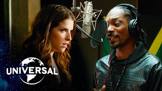 "Pitch Perfect 2 | Snoop Dogg x Anna Kendrick - ""Winter Wonderland / Here Comes Santa Claus"""