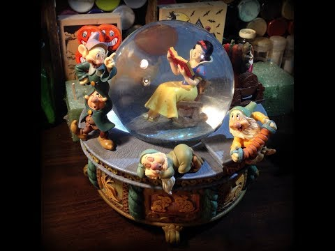 Snow White and the seven Dwarfs musical snow globe!