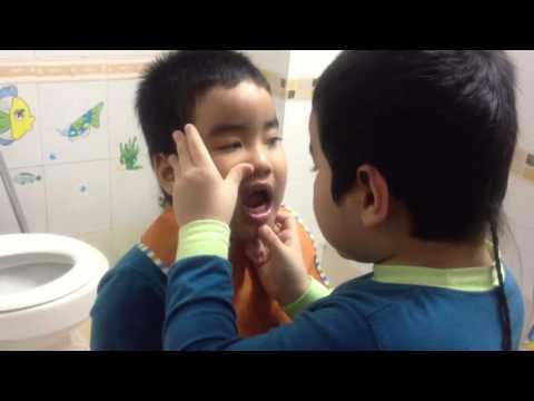 Nhõng dạy Nhẽo đánh răng