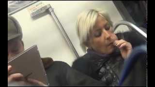 блондинка сосет в метро