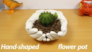 Easy to make a hand shaped cement flower pot / Maceta de cemento en forma de mano