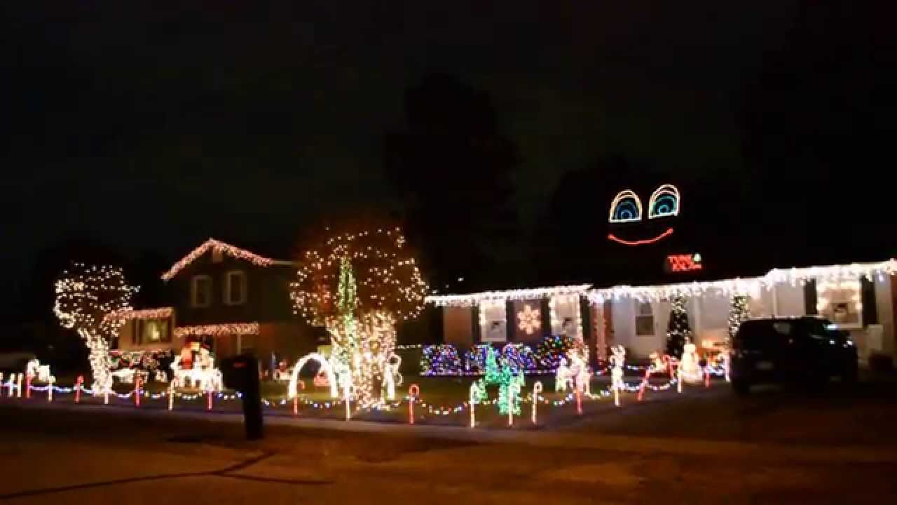 Christmas Light Show & Music Sync at Wellington Drive Fayetteville ...