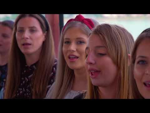 "Lavinia Goste - Concert Extraordinar ""Poveste de Craciun"" from YouTube · Duration:  1 hour 3 minutes 3 seconds"