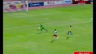 شاهد فضيحة تحكيمية مصرية مذهلة حارس الاسماعيلية يصد الكرة بيده خارج منطقة الجزاء بأمتار ولا يحتسب خطأ