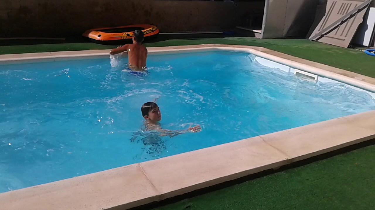 5 formas de tirarse a la piscina youtube for Tirarse a la piscina