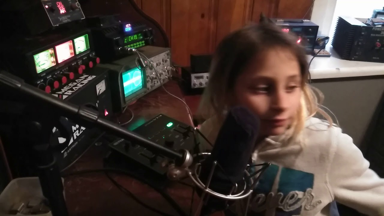 Cb pirate radio station # 104 (Roach) Isora Bizarre first time on