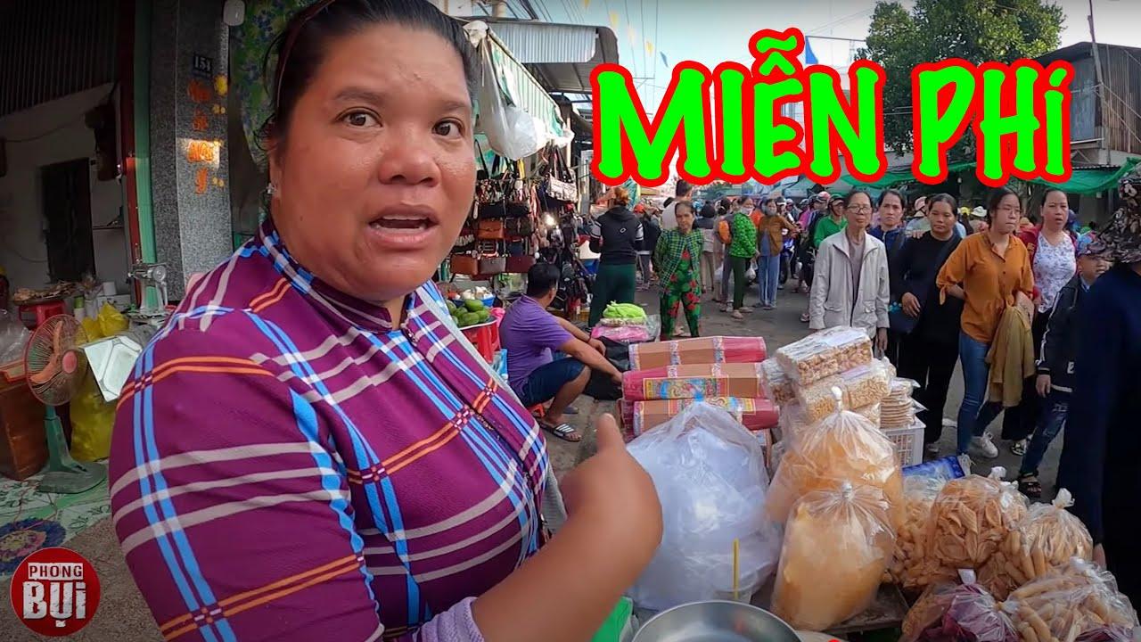 Bà con nghèo giành nhau để cho đồ từ thiện, 7km đồ ăn miễn phí I Phong Bụi