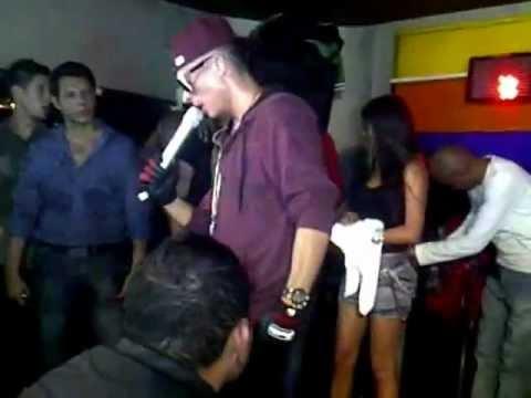 Ver Video de Reykon Reykon En Caracas- El Sarao-Te Gateo 2012