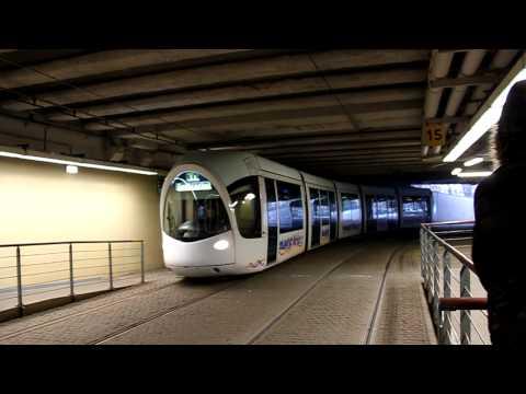 Tramway Lyon Ligne 1 à gare de Perrache (2012)