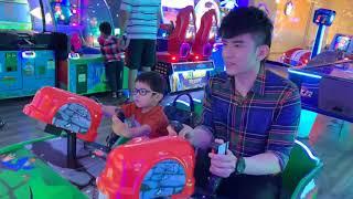 Thiên Từ đi chơi games cùng ba Đan Trường