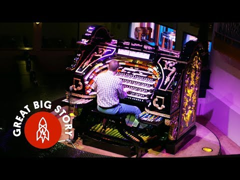The World's Largest Wurlitzer Organ Is In This Pizza Shop