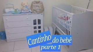 Montando o cantinho do bebê no quarto dos pais.
