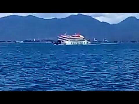 Detik-detik tenggelamnya kapal di lembar -padang bay.
